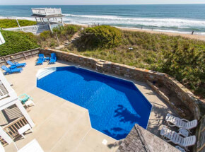 The pool at TANNIN' BY THE SEA