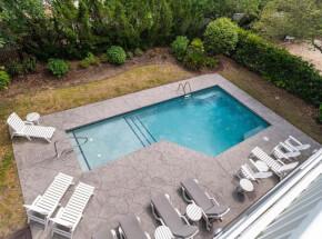 The pool at BEBE