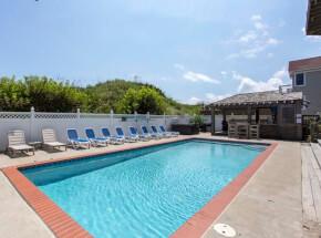 The pool at KOKOMO 7