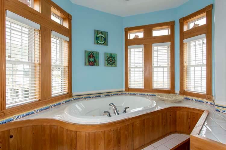 POP'S PLACE 1st Floor Pyramid Bunk Master Bathroom