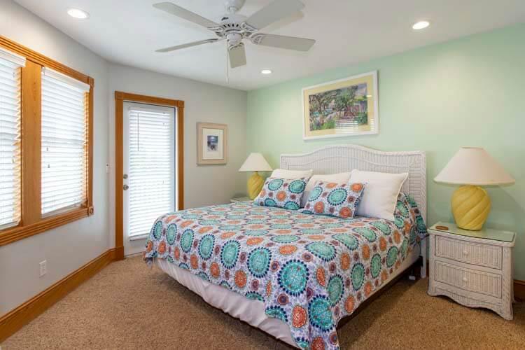 POP'S PLACE Ground Floor King Master Bathroom