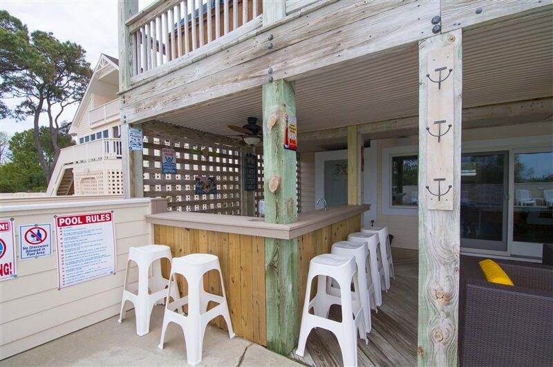 WESTOVER SUNSETS Poolside Cabana Bar