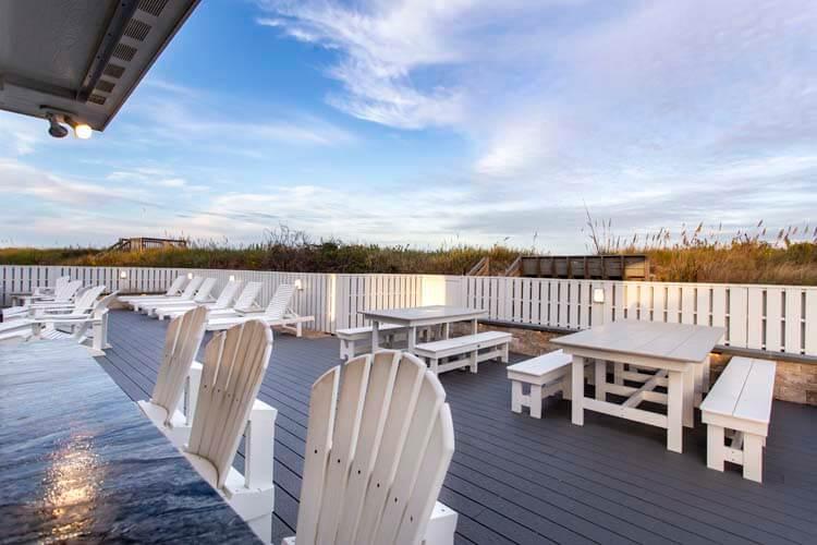 PEBBLE BEACH Top Floor Deck