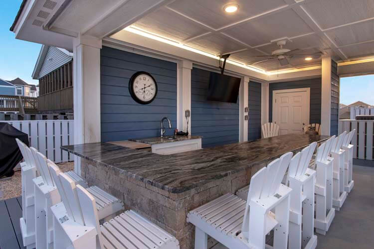 PEBBLE BEACH Kitchen and Dining Area