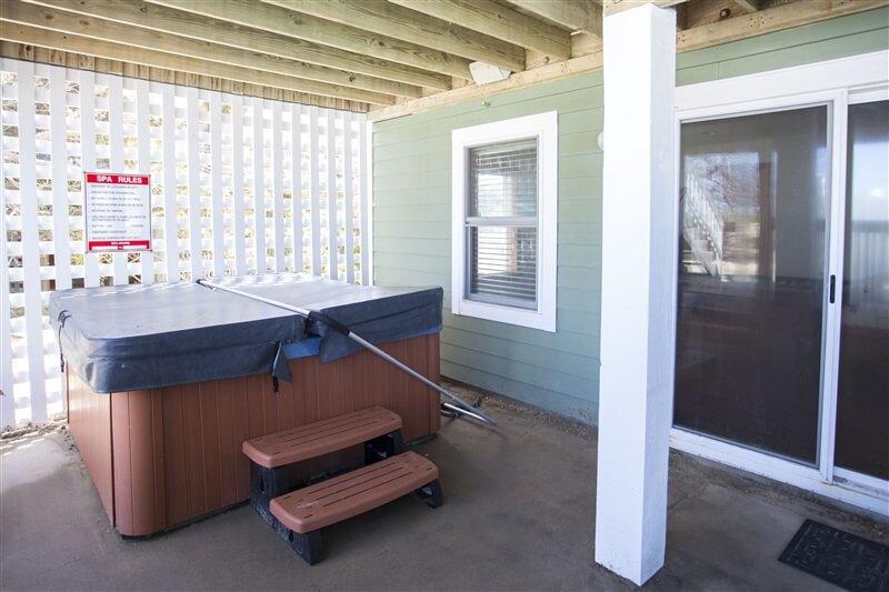 COAST AWHILE Sheltered Hot Tub