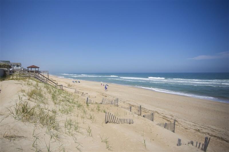 COAST AWHILE Beach North