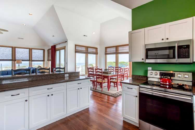 THE CARIBBEAN QUEEN Kitchen