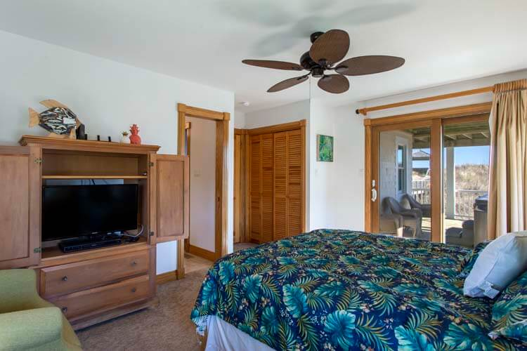 THE CARIBBEAN QUEEN Oceanside Exterior