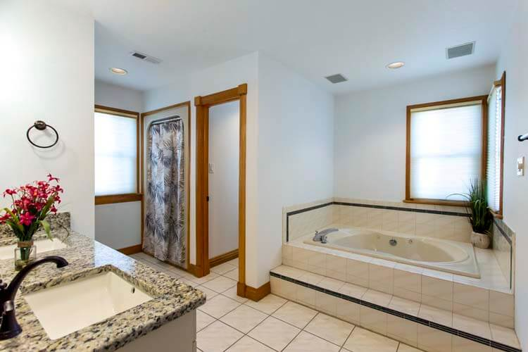 THE CARIBBEAN QUEEN 1st Floor Den