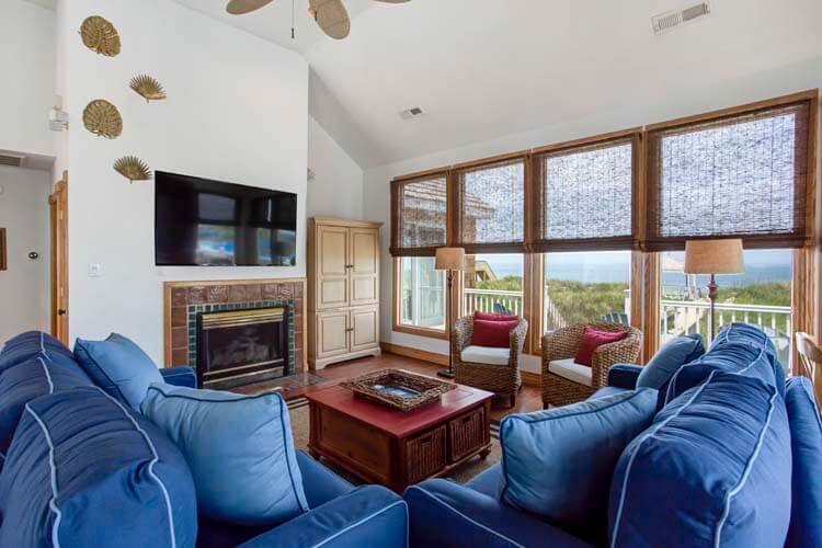 THE CARIBBEAN QUEEN Dining Area