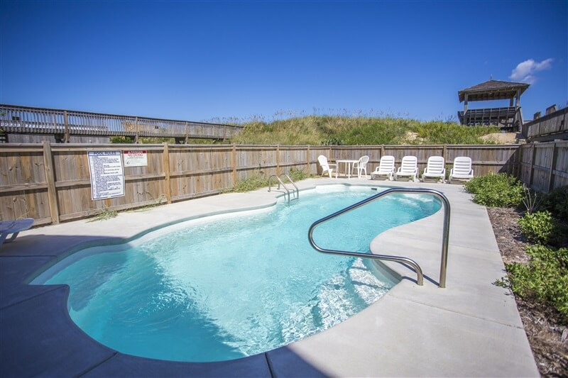 THE CARIBBEAN Queen Pool