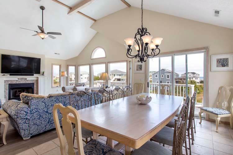 BEACH BLISS Dining Area