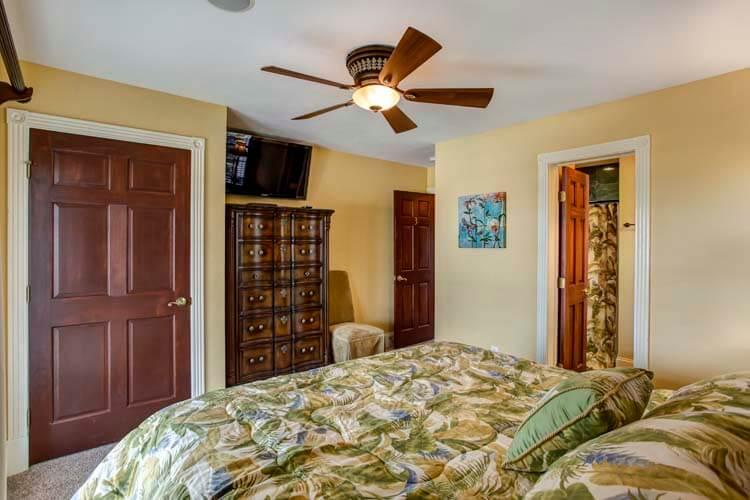 607 RITZ PALM PARADISE I 1st Floor Rooftop Cabana