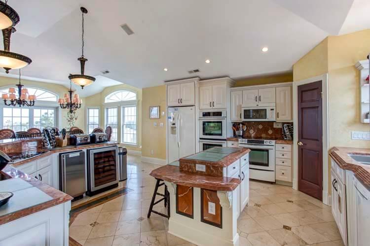607 RITZ PALM PARADISE I Kitchen