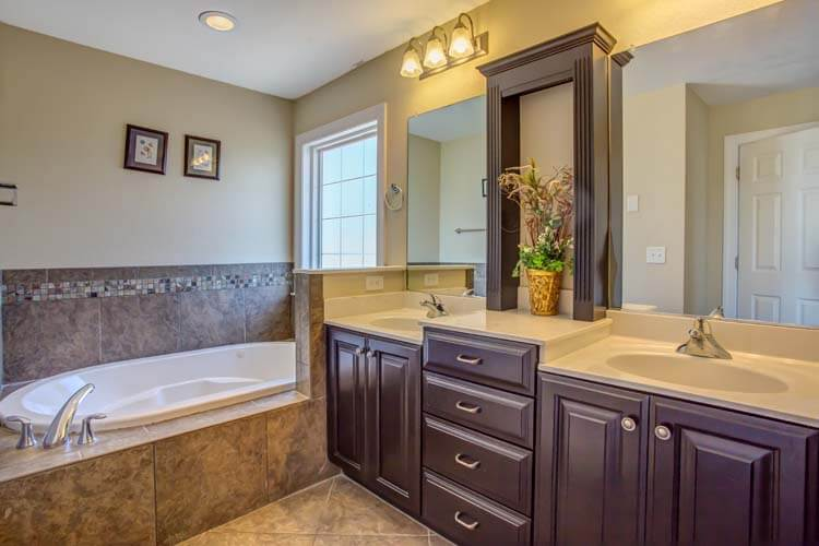 PlayWright Top Floor King Master Bath