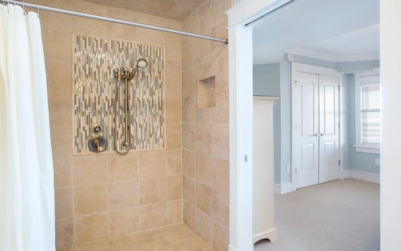 SEA LA VIE 1st Floor King Master Bath